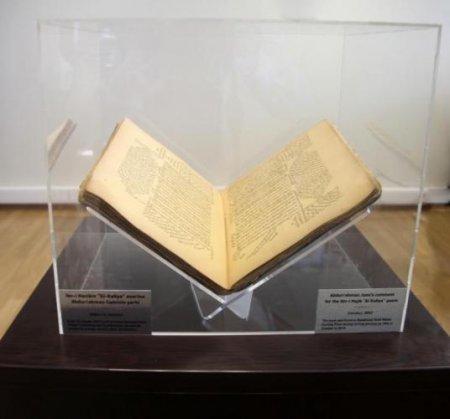 Bakıda tullantıların çeşidlənməsi zamanı XIX əsrə aid nadir kitab tapılıb