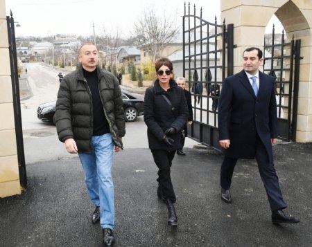 İlham Əliyev xanımı ilə Şahxəndan türbəsində -