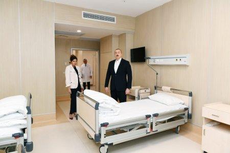 İlham Əliyev və xanımı yeni xəstəxananın açılşında -